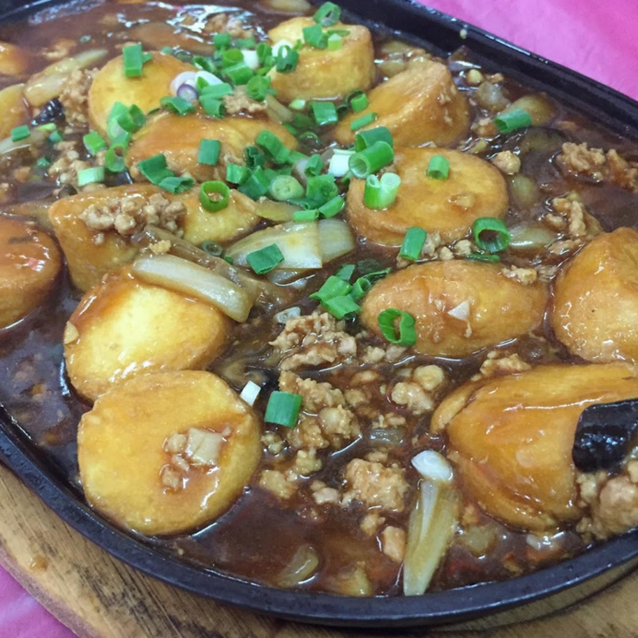 Hot Plate Sizzling Tofu (铁板豆腐 Tit Ban Tofu)