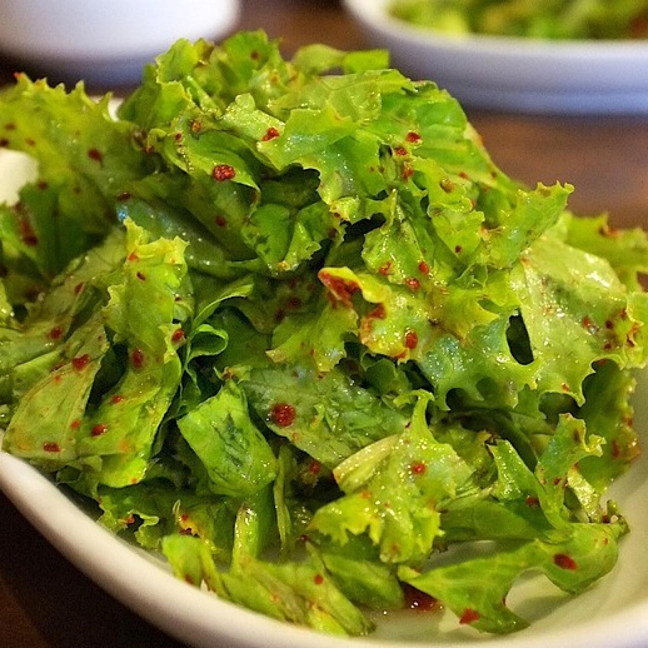Korean Lettuce Salad (Sangchu Geotjeori 상추겉절이)