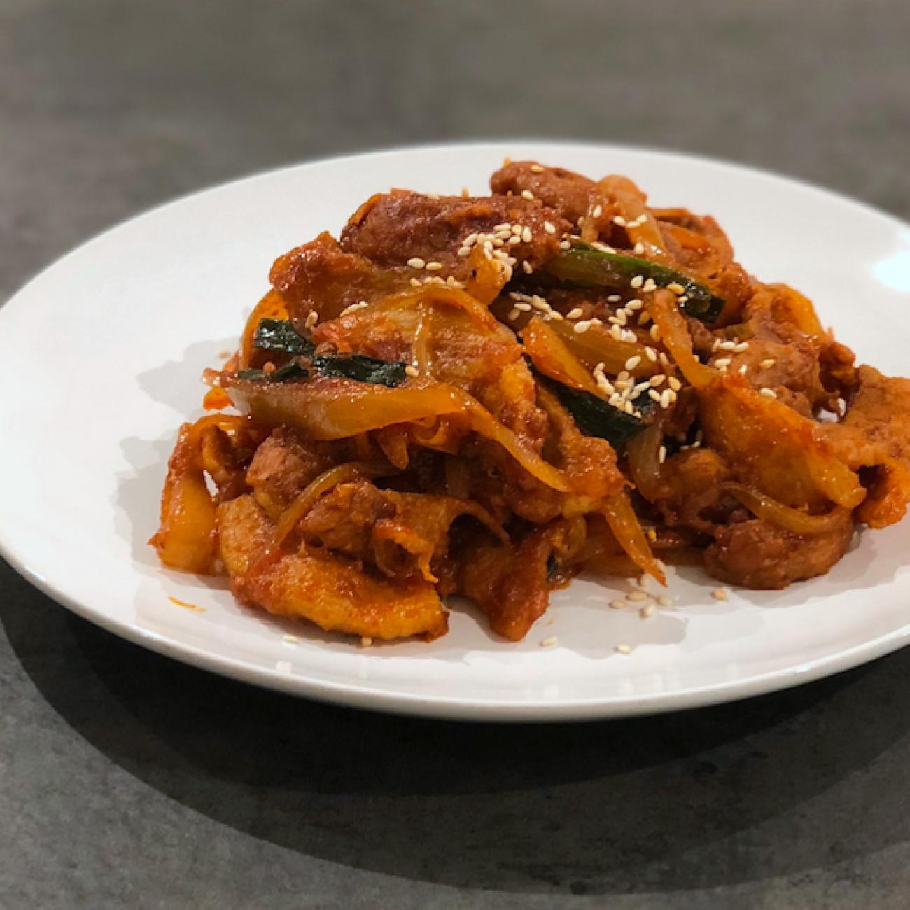 Spicy Stir-fried Pork Slices (Jeyuk Bokkeum 제육볶음)